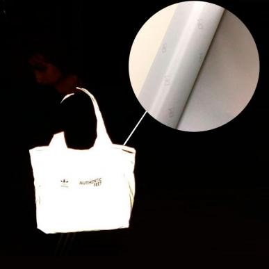 Tecido refletivo cinza em bolsa